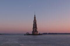 Колокольня-Никольского-собора-на-Волге-в-Калязине-scaled