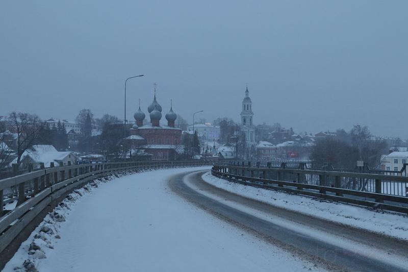 Вид на храм с Волжского моста
