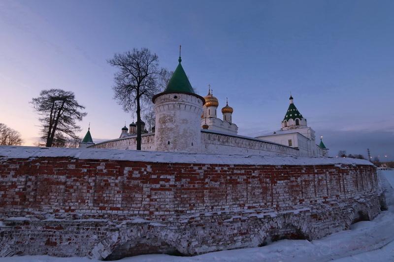 Стены Ипатьевского монастыря